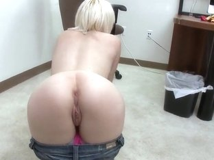 Sexy peirced Lily LaBeau adores fucking entertainment!