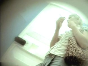 Girls Pissing voyeur video 105