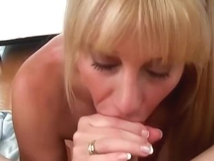 Immoral Mamma Blows her daugthers boyfriend