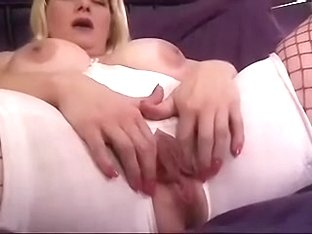 Stretching my loose slit lips while making an amateur homemade porn video