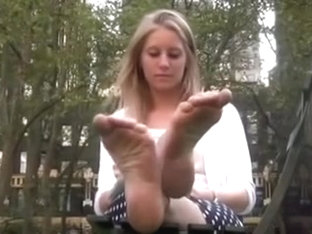 Bonde Angel with awesmoe feet at the park