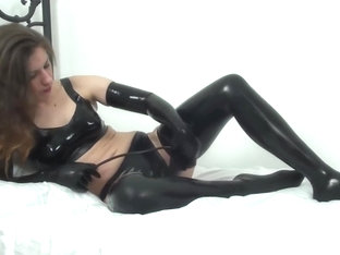 Hot milf in latex masterbate with inflatable dildo