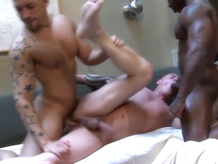 Black muscle slams his hard cock in tight ass