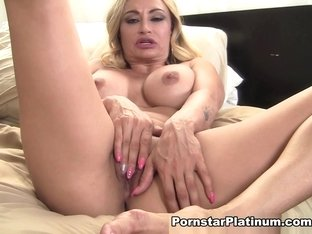 Claudia Valentine in Pretty Feet Play - PornstarPlatinum