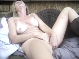 mature laurie solo playing