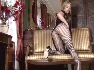 Blondie Pussy Plays In Pantyhose