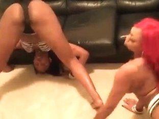 Two ebony sluts shaking their asses