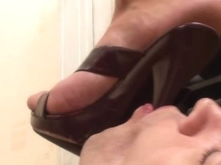 Under-Feet Video: Jennifer