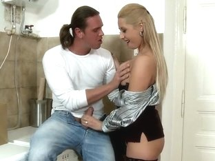Blowjobbing riot and cock-smitten blonde Daria Glower