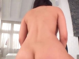 Hot Valentina Nappi gets wet minge creamed