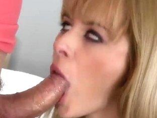 Teen blonde Charlyse Bella pleasures Choky Ice