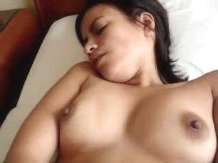 Bored GF fingerfucks herself