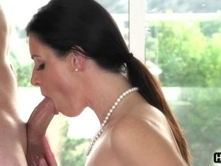 Seducing hot MILF India Summer