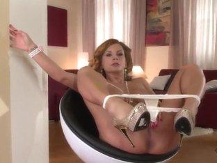 A glamorous, classy solo masturbation scene