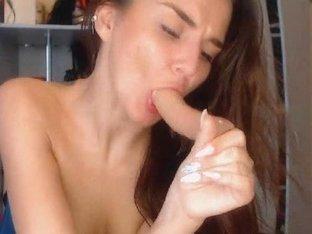 Hottie Sexy Babe Loves to Masturbate