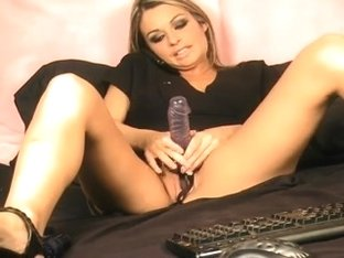 sexy gal hailey masturbates on web camera