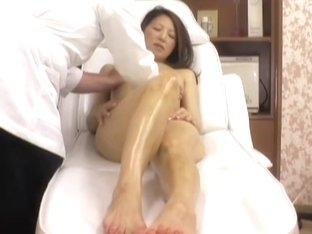 Saruki receives a pussy massage from me in porn voyeur video