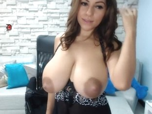 No one can resist her boobs and nipples