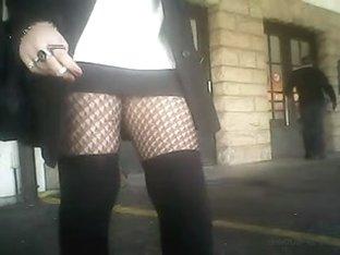 Nice Legs in Netz Nylons