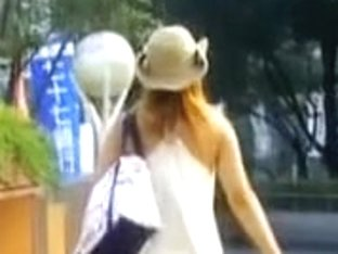 Sharking of a gorgeous babe on a busy street in Japan