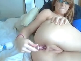 Hawt Chick In Glasses Anal Show