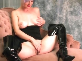 Big Tits Babe In Leather Boots Fingering Big Juicy Pussy