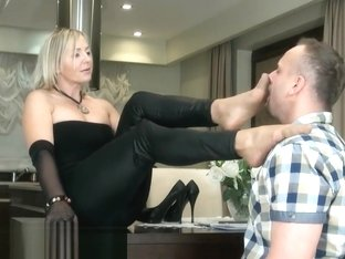 Goddess Ala Nylon Footboy