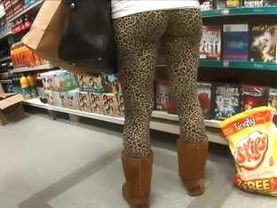 Round bubbly ass in leopard tights