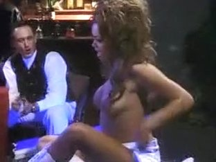 Lacey duvalle black cheerleader gangbang sexe trio hommes