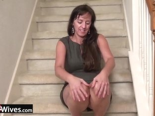USAWIVES - Closeup of Karen's shaved mature pussy