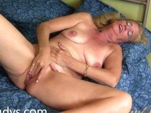 Raylynn Rubs Her Mature Wet Pussy