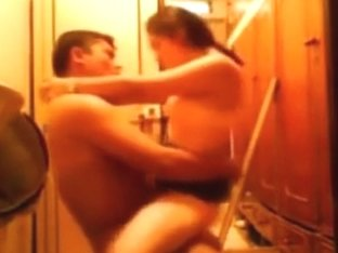 hidden sex in the toilet with her bf. her parents can't know !!!