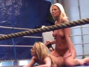 Simony Diamond fighting with a friend a pleasing her