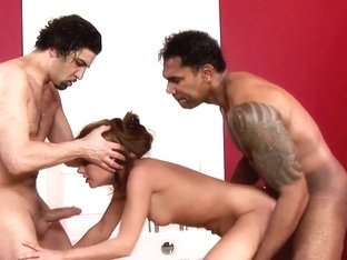 Zuzana'a unshaved vagina receive's double stuffed in the bathtub!