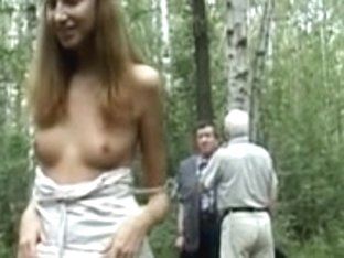 Rubia flashing her lovely pussy on a public road