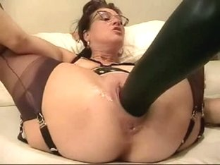 Mature housewife fists and stretch her messy cleft with biggest sex tool
