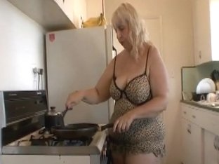 BBW mom kitchen suprise