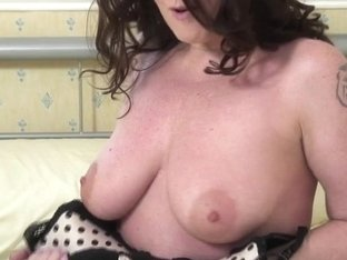 Hawt British MOMMY likes to masturbate