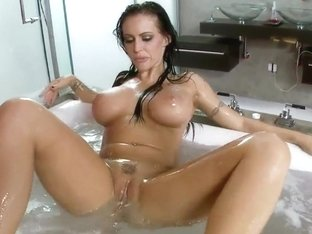 Jenna Presley masturbating in a bubble bath