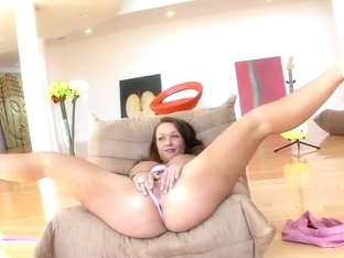 Hot MILF Chloe Reese Carter amazing yeasing action