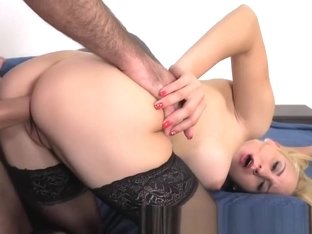 Sexy waitress shows off her fucking skills in casting