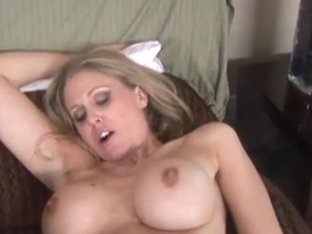Busty babes Lisa Ann and Julia Ann bang each others pussy with a dildo