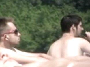 Horny beach voyur films a sexy chick