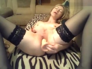 -SOLNCE- fucks herself on the couch