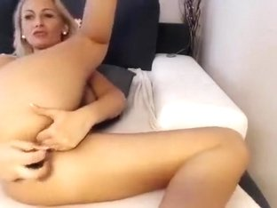 Camgirl Fingering Pussy and Dildo In Her Ass