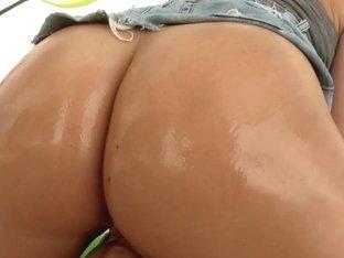 Perfect MILF ass on Devon Lee