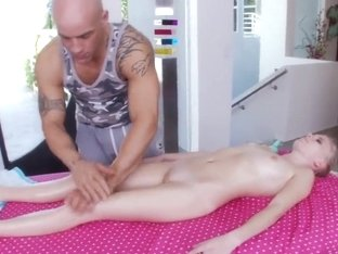 Elaina Raye gets unforgettable intimate massage