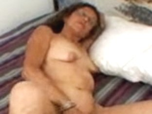 Candi the Mother I'd Like To Fuck Masturbates
