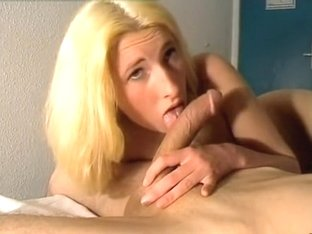 Amateur sexy suck job at home