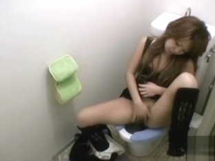 Japanese girl on the toilet masturbates her juicy pussy